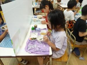 昼食準備・昼食 (2)