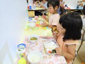 昼食準備・昼食 (8)